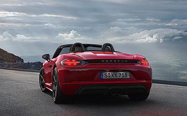 Röd Porsche 718 Boxter GTS