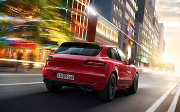 Röd Porsche Cayenne